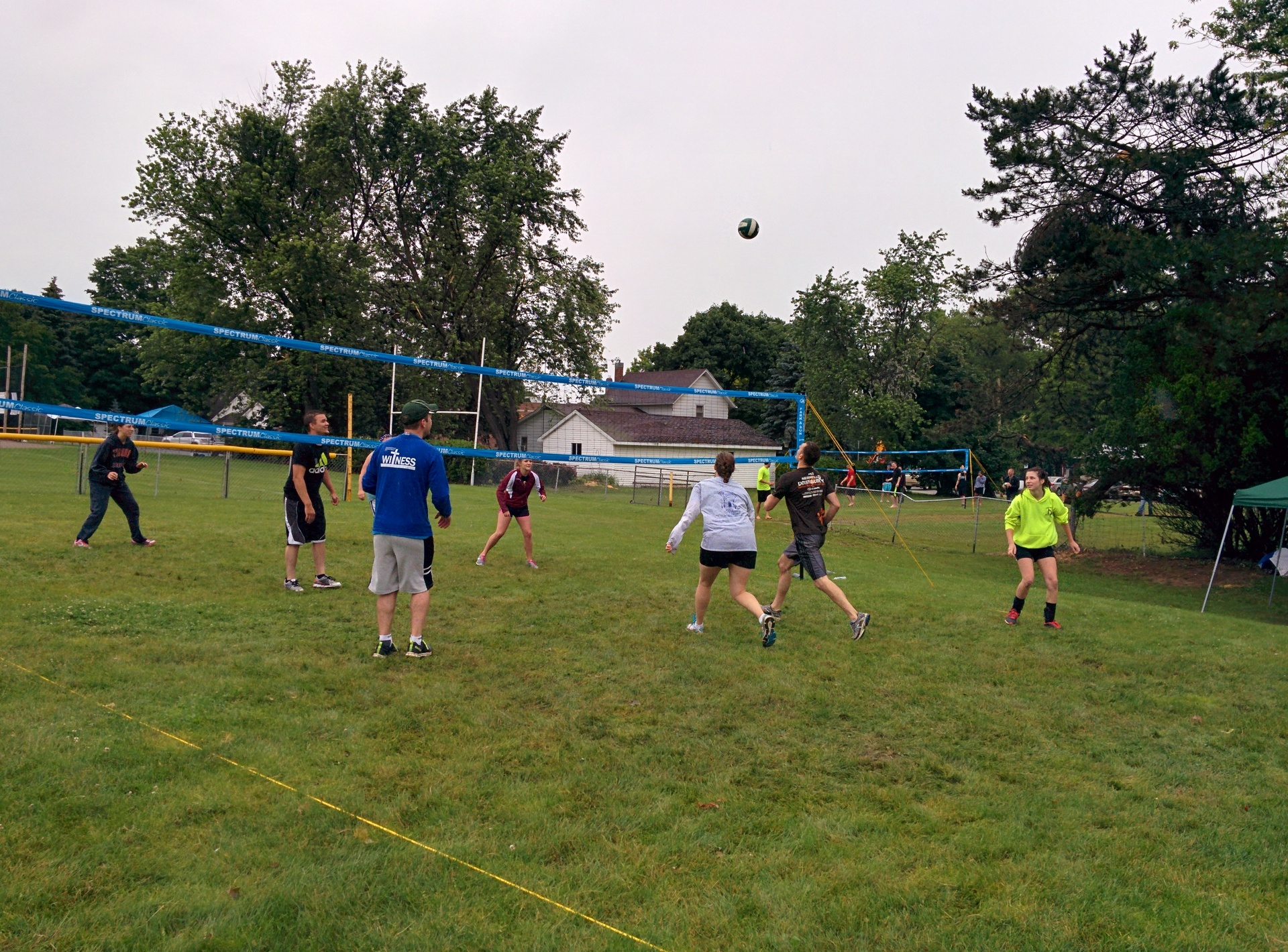 Volleyball players played in the rain.