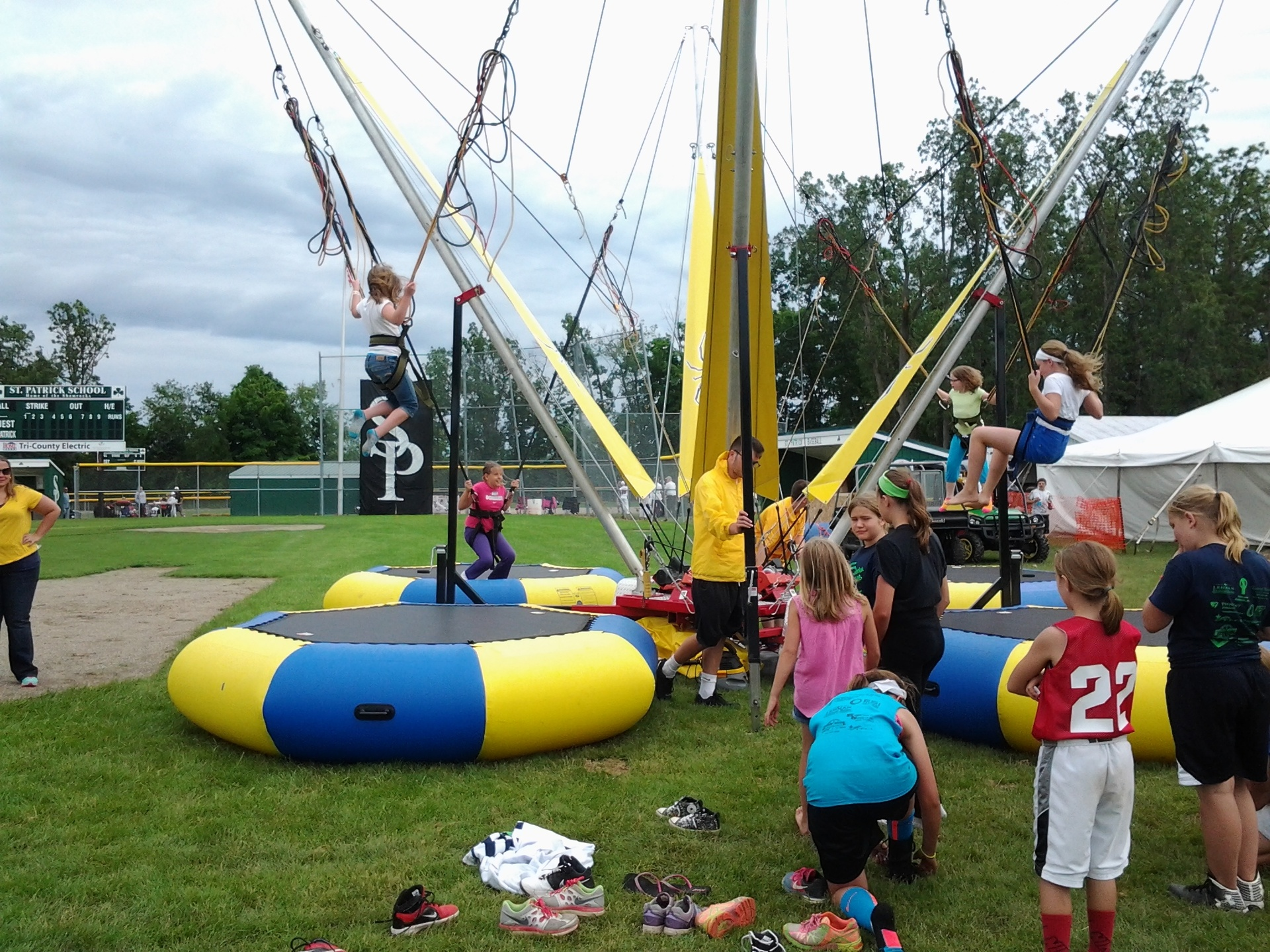 The Spider Bungee kept the kids busy.